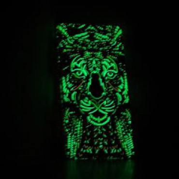 Huawei P8 Lite silikoonkaitse helendav tiiger